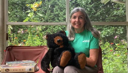 Pat with bear puppet, bearybeary